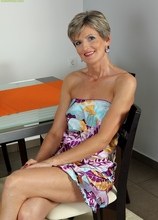 Petite older babe Melanie spreading her pussy lips. in Karupsow | Elite Mature
