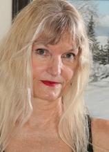 Blonde cougar Lisa Cognee plays with her older twat.