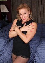 Horny older babe Sabina Wexler toying her mature twat. in Karupsow | Elite Mature