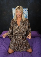 Blonde MILF Niki Lee Young spreads her pink pussy. in Karupsow | Elite Mature