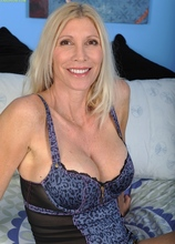Older cougar Cameo exposes her big mature tits. in Karupsow | Elite Mature