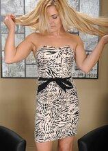 Blonde MILF Blaten Lee strips and sucks on her toes. in Karupsow | Elite Mature