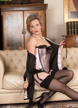 Older babe Huntingdon Smyth naked in only stockings. in Karupsow | Elite Mature