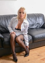 Older babe Tara Spades pulls down pantyhose and rubs her mature pussy. in Karupsow | Elite Mature