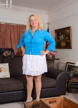 BBW English housewife Erotica Ann toys her pussy on the sofa. in Karupsow | Elite Mature