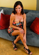 Mature wife Veronica Avluv shows off her beautiful big tits. in Karupsow | Elite Mature