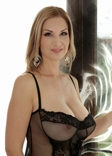 Mature Pictures Featuring 37 Year Old Carol Gold From AllOver30