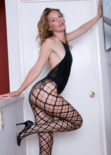 Mature Pictures Featuring 31 Year Old Mona Wales From AllOver30