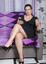 Mature Pictures Featuring 38 Year Old Ellariya Rose From AllOver30