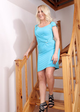 Mature Pictures Featuring 34 Year Old Eve Valentine From AllOver30
