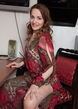 Mature Pictures Featuring 32 Year Old Manuella From AllOver30