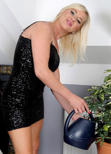 Mature Pictures Featuring 35 Year Old Evelina Jones From AllOver30