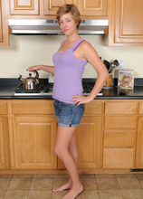Mature Pictures Featuring 31 Year Old Liz Sophia From AllOver30