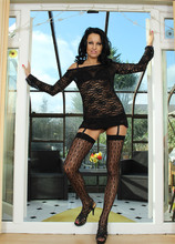 Mature Pictures Featuring 35 Year Old Julie D From AllOver30
