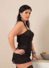Mature Pictures Featuring 37 Year Old Montse Swinger From AllOver30