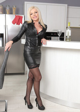 Mature Pictures Featuring 44 Year Old Carolina Carla From AllOver30