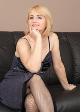 Mature Pictures Featuring 53 Year Old Jennyfer B From AllOver30