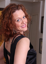 Mature Pictures Featuring 36 Year Old Roxanne Clemmens From AllOver30
