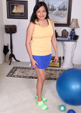 Mature Pictures Featuring 31 Year Old CiCi Jones From AllOver30