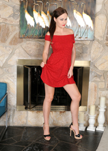Mature Pictures Featuring 30 Year Old Tina Kay From AllOver30