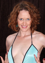 Featuring 35 Year Old Roxanne Clemmens from Vancouver, Canada in High Quality Outside Mature and MILF Pictures and Movies