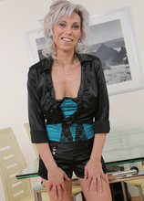 Mature Pictures Featuring 39 Year Old Kathy White From AllOver30