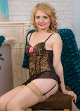 Mature Pictures Featuring 45 Year Old Isabella B From AllOver30