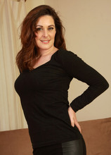 Mature Pictures Featuring 34 Year Old Tammy Wilcox From AllOver30