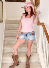 Mature Pictures Featuring 38 Year Old Shelly Jones From AllOver30