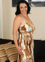 Mature Pictures Featuring 35 Year Old Leona Sweet From AllOver30