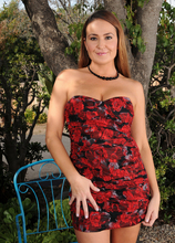 Mature Pictures Featuring 34 Year Old Elexis Monroe From AllOver30
