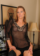 Mature Pictures Featuring 32 Year Old Alyssa Dutch From AllOver30