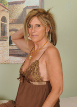 Mature Pictures Featuring 48 Year Old Amanda Jean From AllOver30