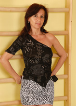 Mature Pictures Featuring 46 Year Old Jenny H From AllOver30
