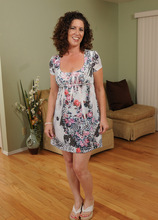 Mature Pictures Featuring 45 Year Old Tammy Sue From AllOver30