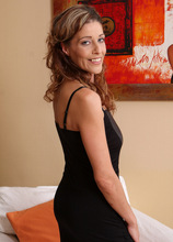 Mature Pictures Featuring 39 Year Old Linda Cain From AllOver30