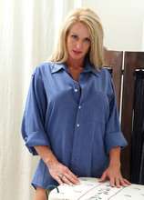 Mature Pictures Featuring 39 Year Old Ingrid From AllOver30