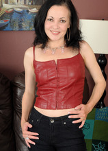 Mature Pictures Featuring 39 Year Old Claudia K From AllOver30