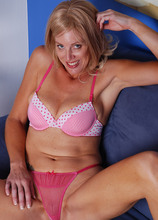 AllOver30.com - Introducing 42 year old Liz