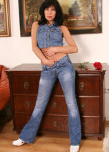 Simona - Housewives - 001427