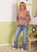 Debbie - Housewives - 02
