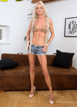 A skinny fuck toy for your J.O. pleasure - Alexis Starr (46 Photos) - 40 Something