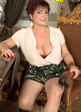 The busty divorcee is hot - Jessica Hot (68 Photos) - 40 Something