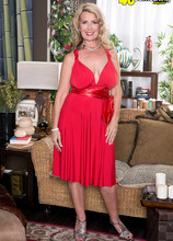 The busty super-MILF returns - Laura Layne (83 Photos) - 40 Something