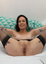 Naughty MILF playing with her pussy in bed