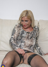 Steamy hot MILF playing with her shaved pussy