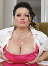 Curvy mature cougar with big boobs playing with herself
