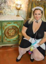 Naughty BBW housemaid finding something naughty