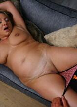 Italian curvy Kiara Rizzi loves playing with her lover