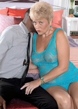 Tracy Licks the BBC - Tracy Licks (36:45 Min.) - MILF Bundle